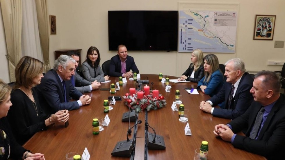 Na radnom sastanku dviju županija u Dubrovniku: realizirati  stalnu avioliniju za Osijek