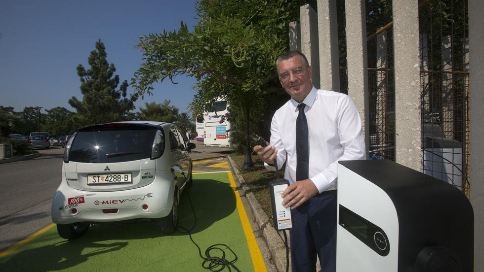 Župan Ževrnja pustio u rad prvu električnu punionicu automobila
