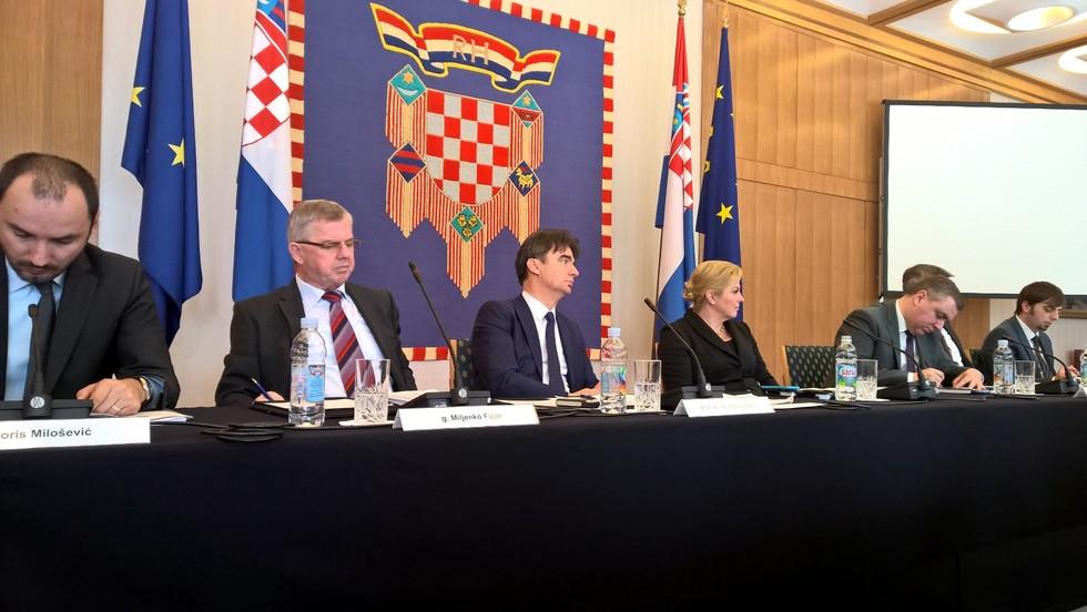 Predstavnici županija, općina i gradova na sastanku s predsjednicom Grabar-Kitarović