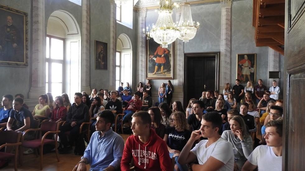 Javna tribina o stipendijama s učenicima srednjih škola