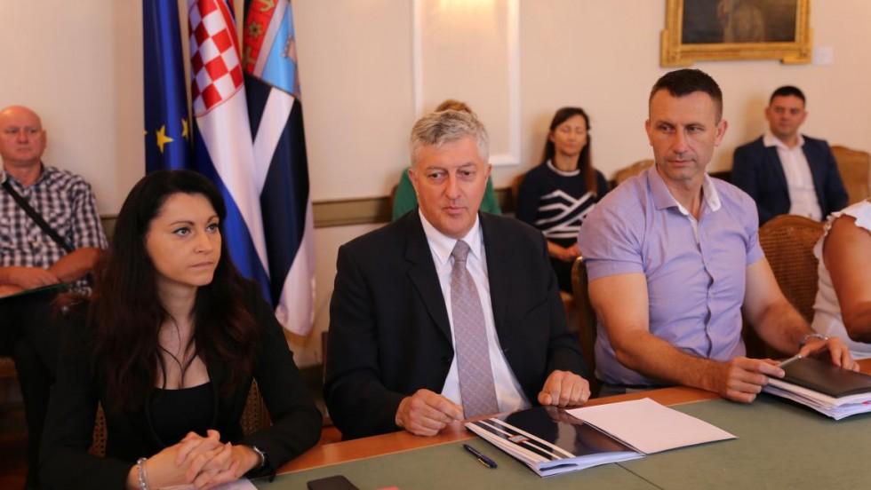 Osječko-baranjska županija: Potpisano još 9 ugovora za energetsku obnovu javnih zgrada