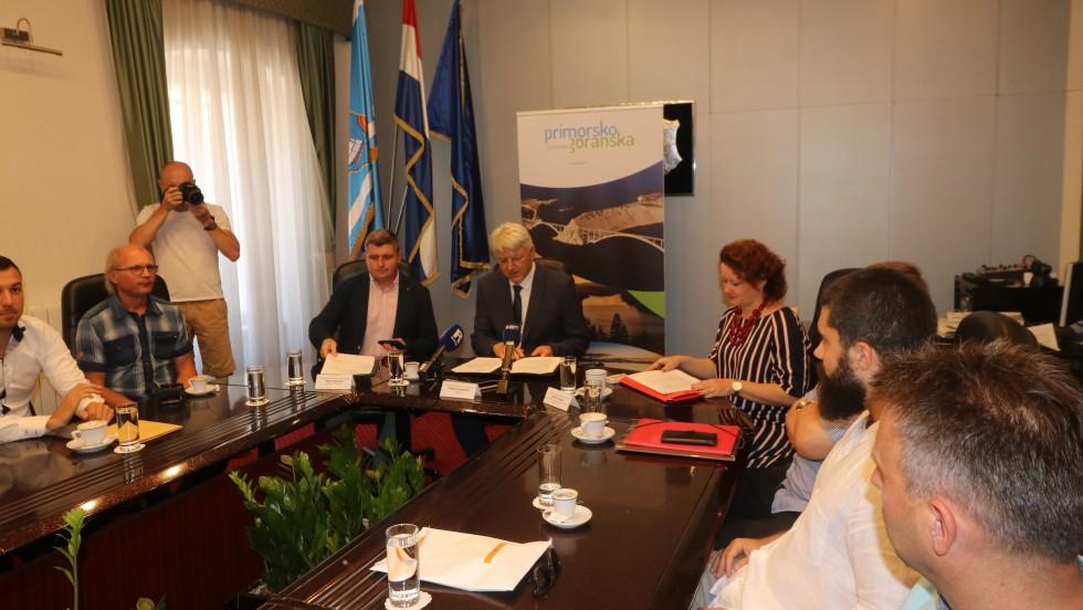 Primorsko-goranska županija: Uručeni ugovori o bespovratnim sredstvima iz Programa provedbe mjera Ruralnog razvoja