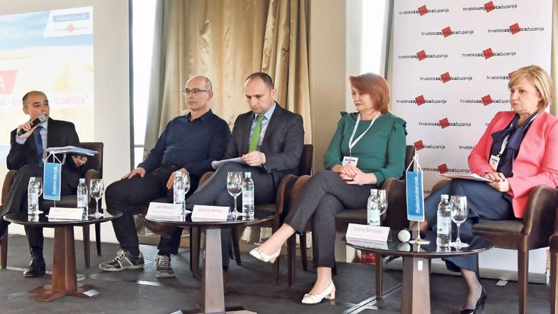 """Konferencija """"Hrvatska poljoprivreda - budućnost i tradicija"""": Izravna prodaja na Jadranu OPG-ovima bi donijela dobit"""