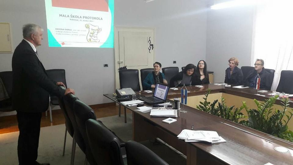 Mala škola protokola u Vukovaru