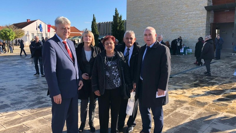 Povodom obilježavanja 28. godišnjice stradanja izaslanstva hrvatskih županija sudjelovala u odavanju počasti žrtvama Vukovara i Škabrnje
